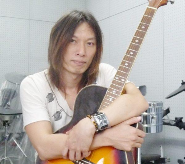 ギター講師 貴志