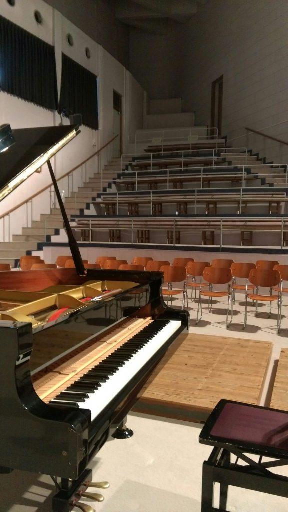 進修館のピアノ